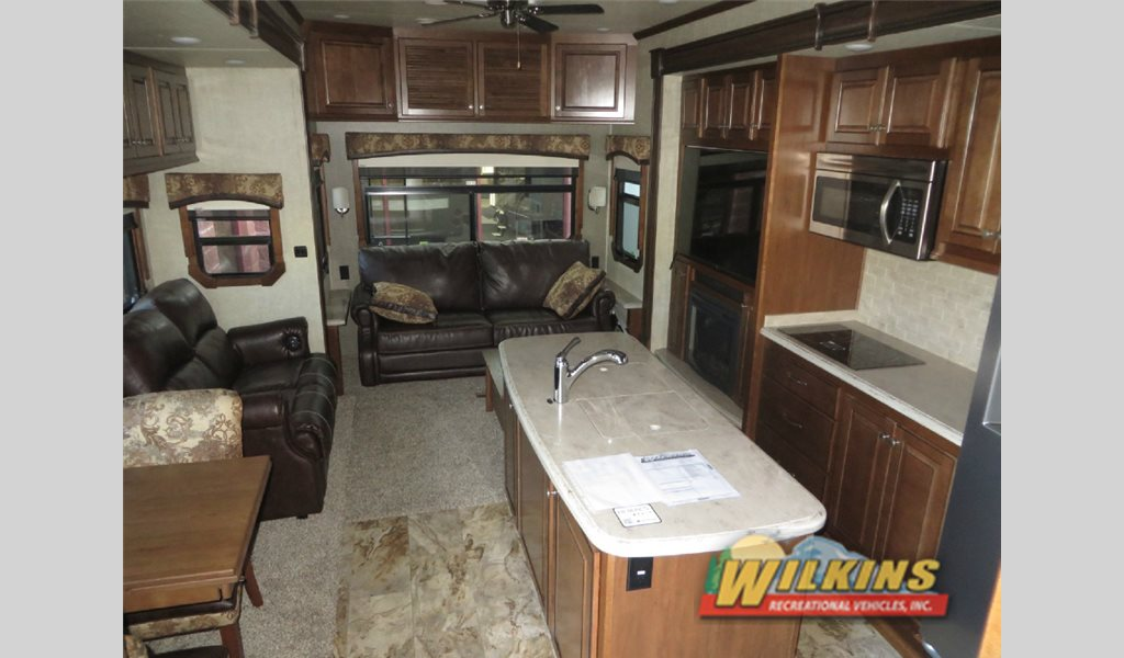 Heatland Landmark Fifth Wheel Seating