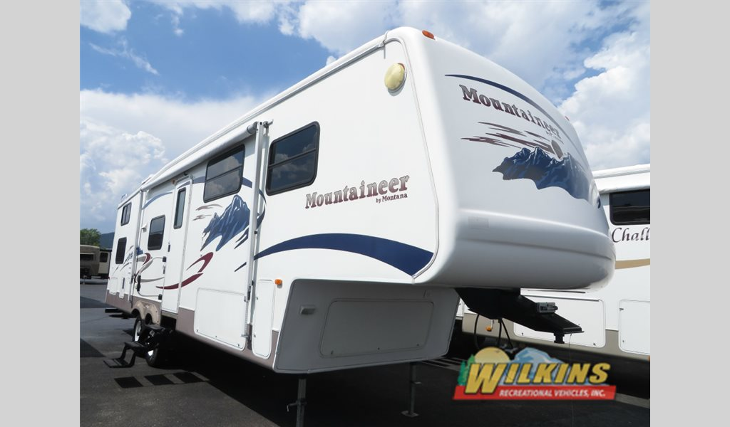 Used 2005 Keystone Mountaineer Bunkhouse Fifth Wheel