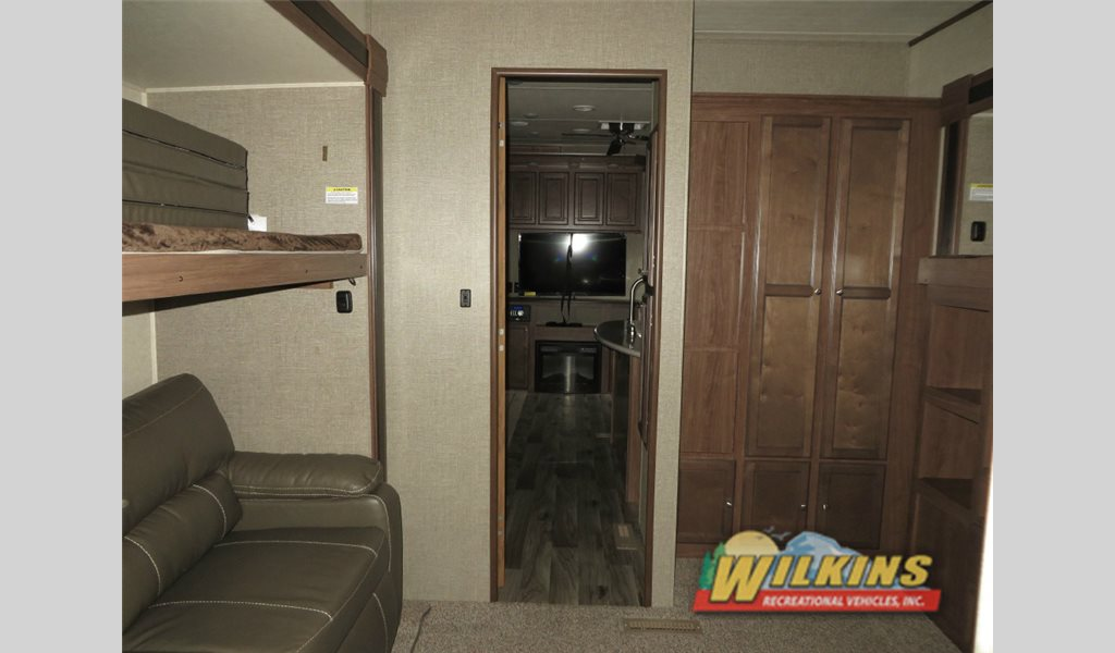 Heartland Elkridge 38RSRT Bunkhouse Fifth Wheel