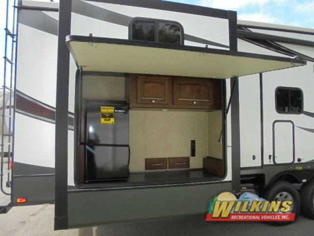 Heartland Oakmont 375QB Outdoor Kitchen Bunkhouse Fifth Wheel