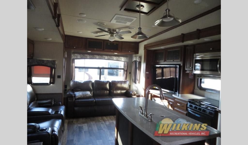 Heartland Bighorn Traveler Fifth Wheel Interior
