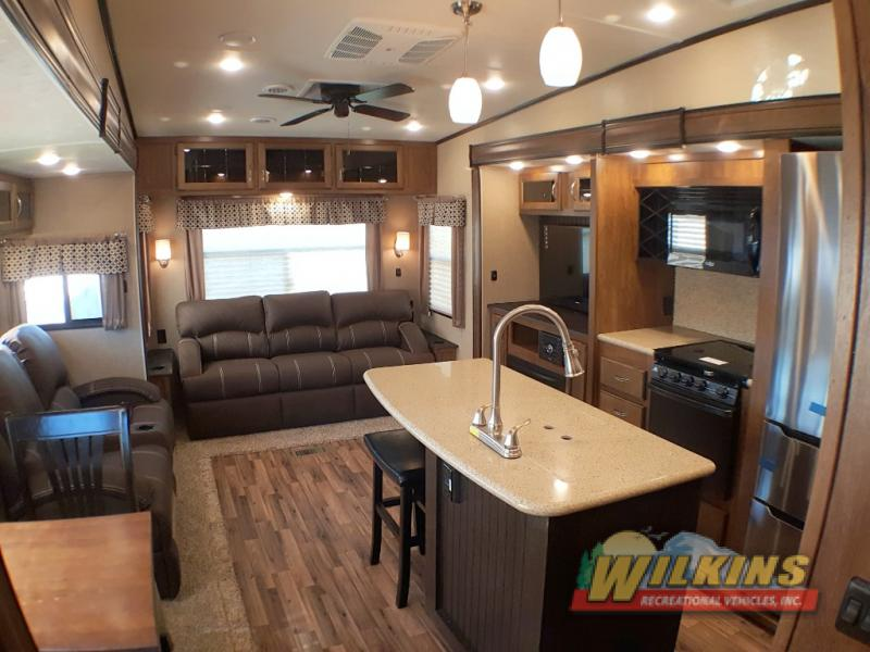 Coachmen Chaparral Fifth Wheel Outdoor Interior