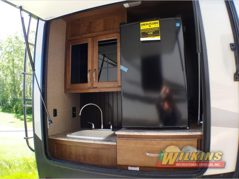 Coachmen Chaparral Fifth Wheel Outdoor Kitchen